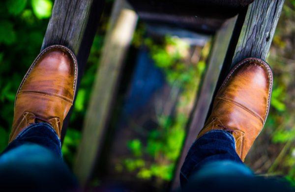 A barna cipőhöz a kék farmer a legjobb párosítás