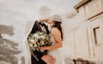 Polgári esküvő ruha útmutató menyasszonyoknak és vőlegényeknek