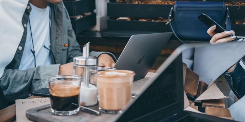 Reggeli kávé érdemes a munkahelyen elfogyasztani.